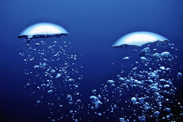 scuba diver air bubbles