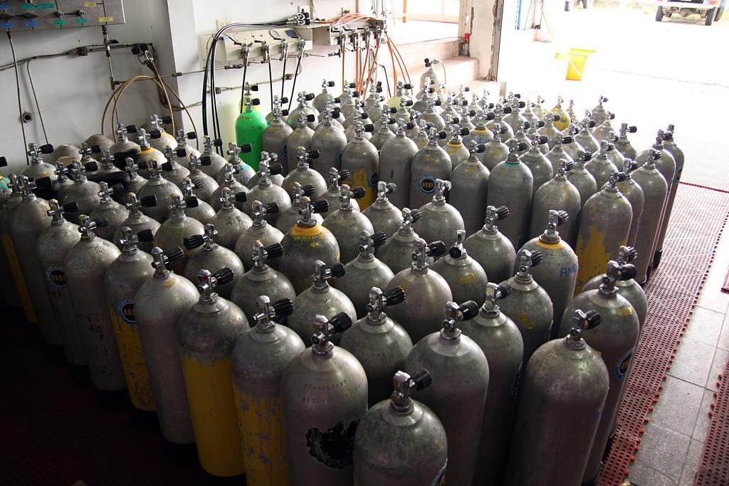 DivePro filling tanks